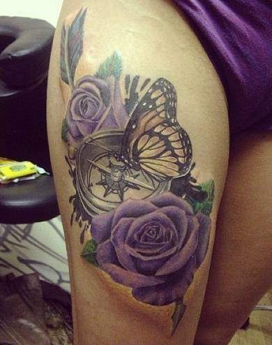 Tattoo Frauen Rose Kompass und Schmetterling