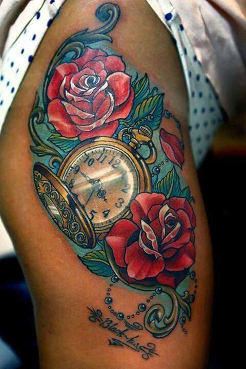 Tattoo Frauen Rosen und Uhr