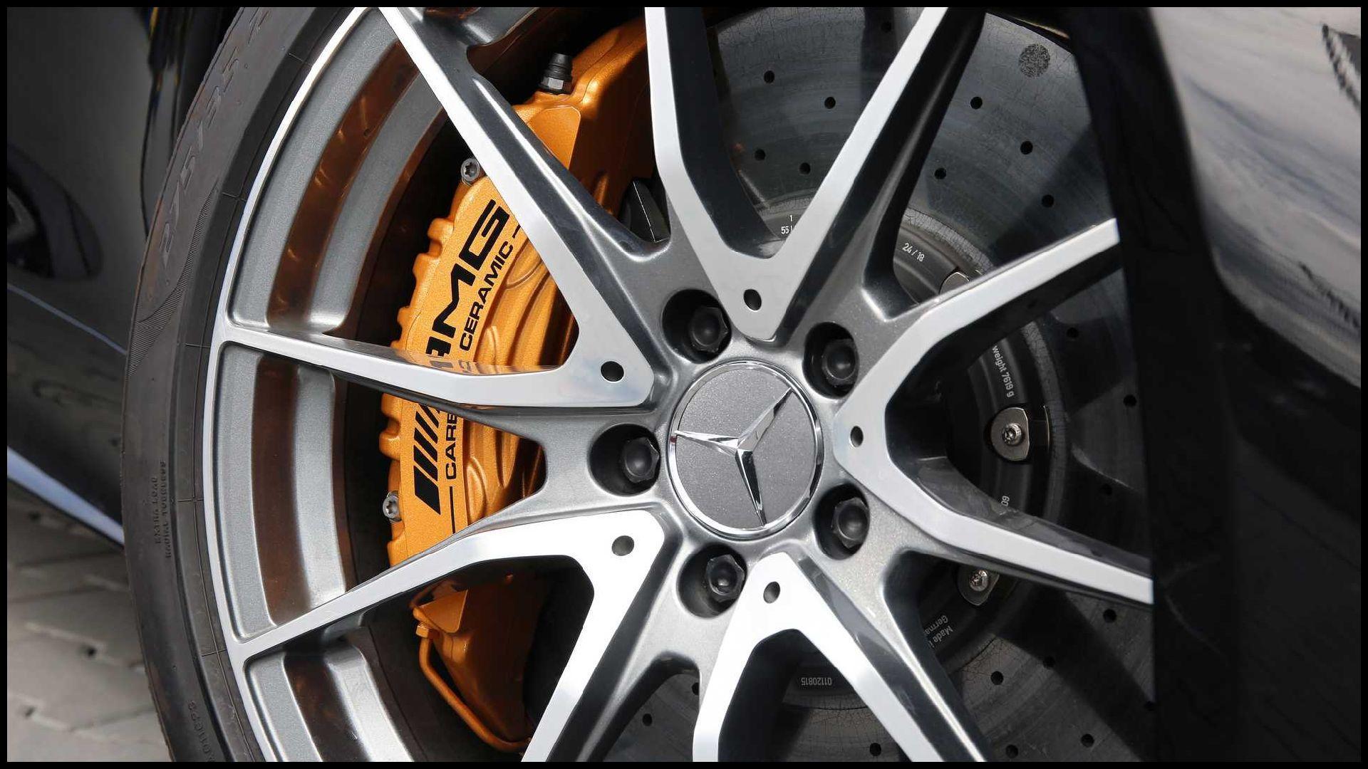 Mercedes-AMG-GT-R_10