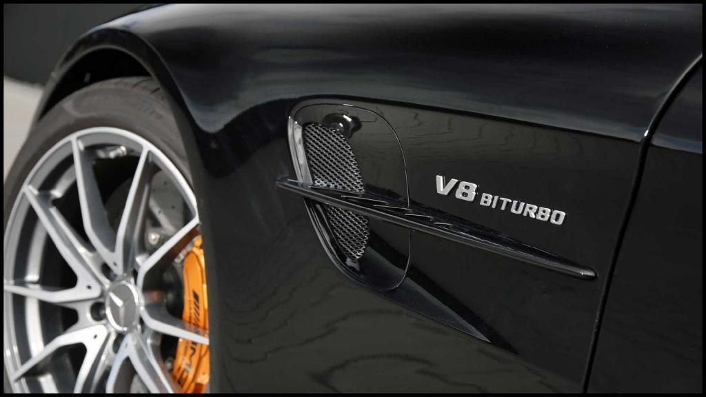 Mercedes-AMG-GT-R_11