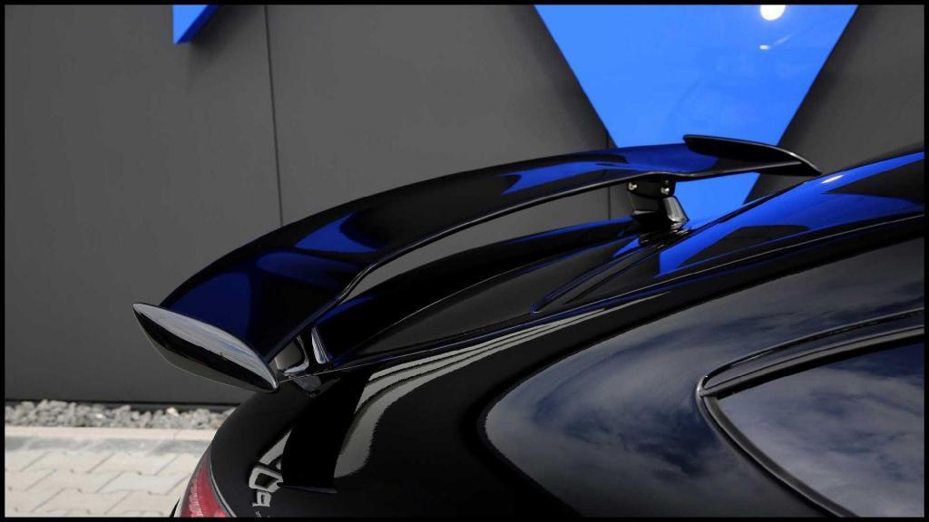 Mercedes-AMG-GT-R_9